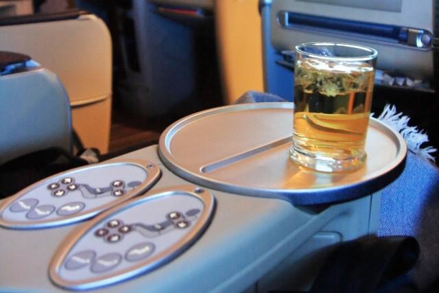 バンコク便ビジネスクラスのシートと飲み物