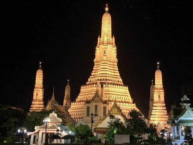 バンコクに安く行って見れるバンコク寺院ワットアルン