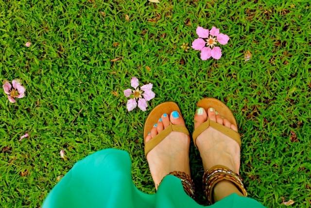 バンコクの服装、女性の足元とスカート