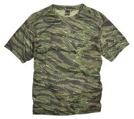 迷彩柄のTシャツ