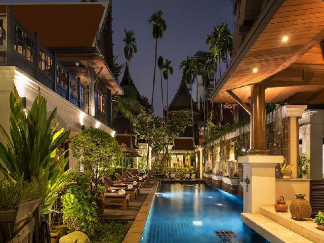 バンコク高級ホテルのプール