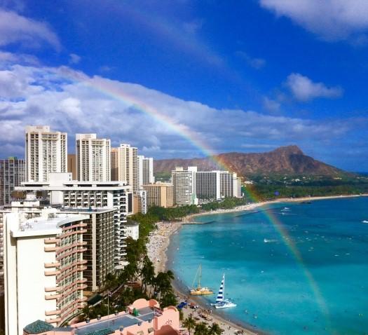 ダイヤモンドヘッドが見えるハワイの風景