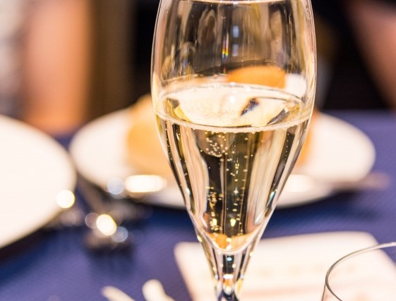 アルコール(シャンパン)と料理