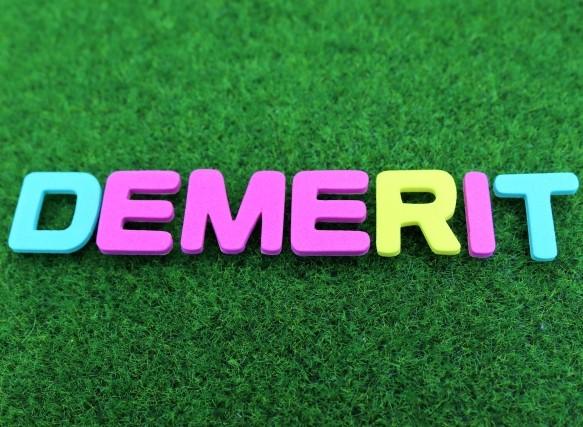 DEMERIT(デメリット)と書かれた単語