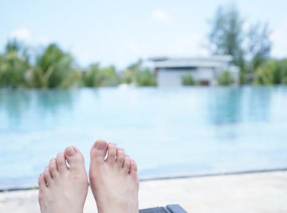 有給休暇を利用して行ったアジアンリゾートホテルのプールサイド