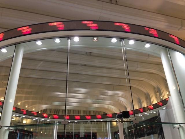 東京証券取引所(東証の掲示板)