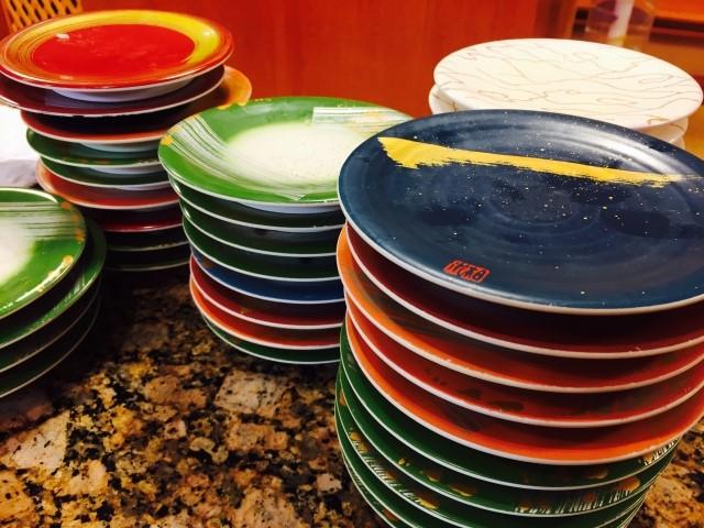 回転寿司の皿をまとめた状態