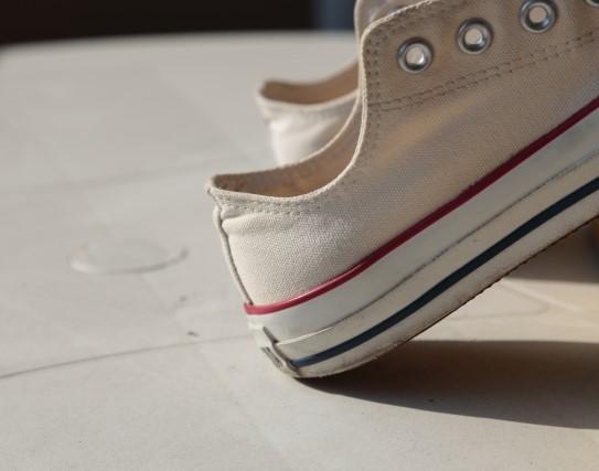 飲食店バイトの靴にはおすすめしないスニーカーのアップ