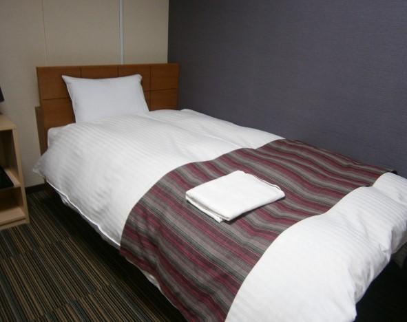 短期リゾートバイトの宿泊先のベッド