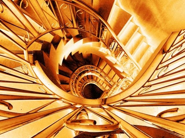 螺旋階段(スパイラルのイメージ)