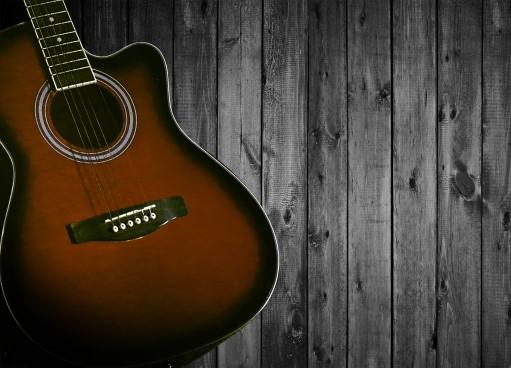 川口市で捨てる予定のアコースティックギター