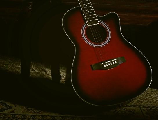 柏市で捨てる予定のアコースティックギター
