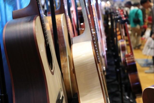 街の楽器屋さんで売られているギター各種