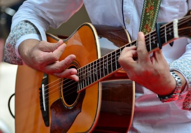 台東区では粗大ごみになるギター