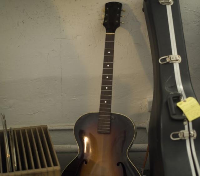 港区で捨てると粗大ごみになるギターとギターケース