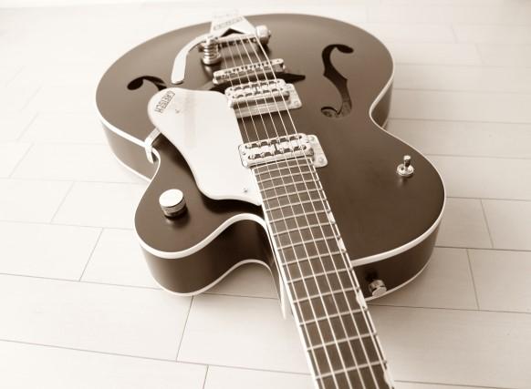 大田区では粗大ごみに分別されるエレキギター
