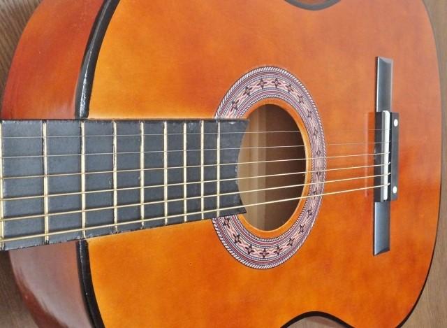 水戸市でお得に処分したアコースティックギター