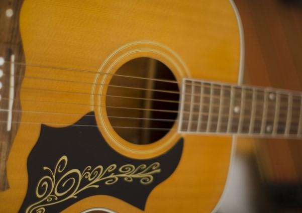 浜松市で捨てるフォークギター
