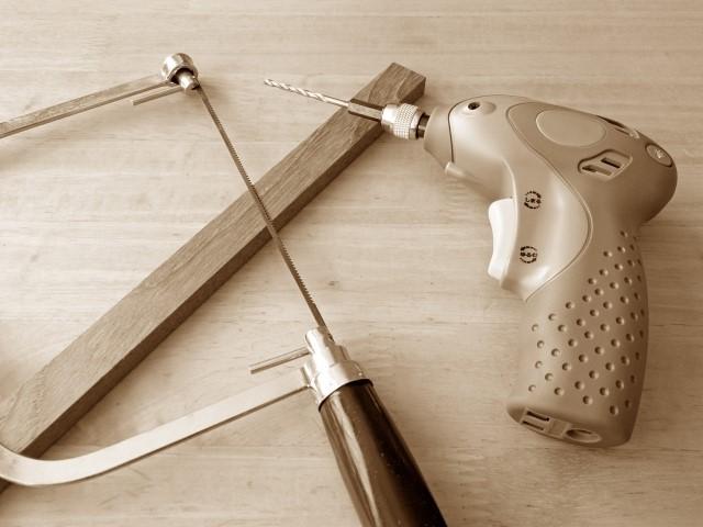 ギター切断用のノコギリと工具