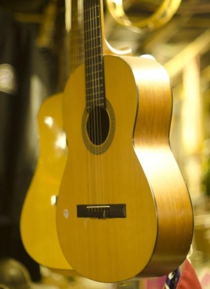 豊橋市でお得に処分したフォークギター