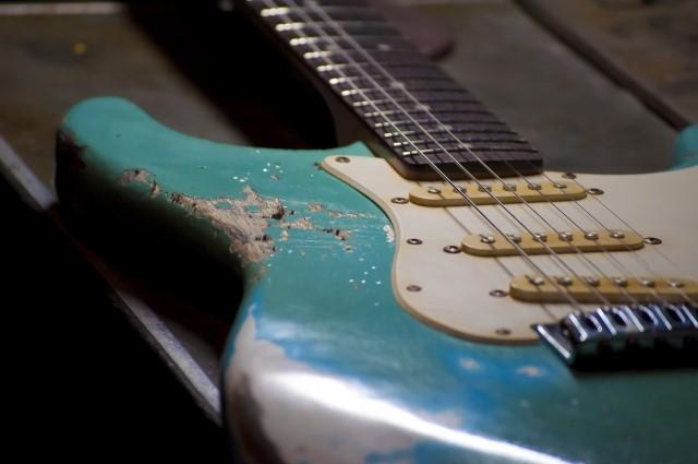 大阪市で処分する壊れたエレキギター