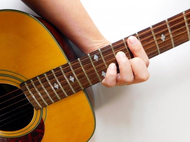 堺市で捨てると粗大ごみになるフォークギター