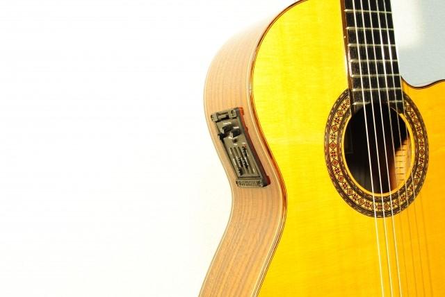 枚方市で売れる木製のギター