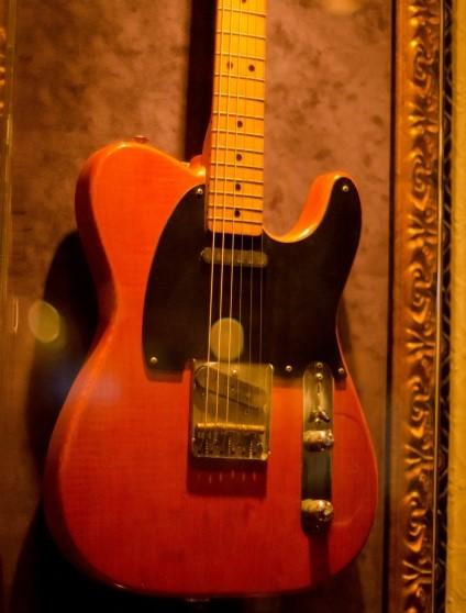 高槻市で買取を依頼された古いエレキギター