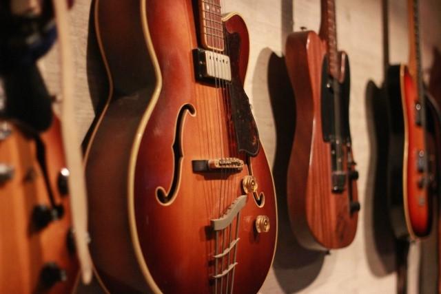 神戸市で買取された数本のギター