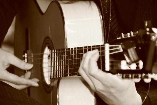 西宮市で捨てる予定のフォークギター