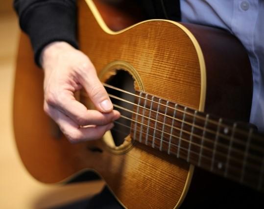 新潟市では粗大ごみに分別されるフォークギター