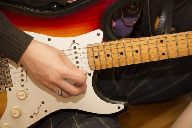 金沢市では有料粗大ごみになる70㎝以上のエレキギター