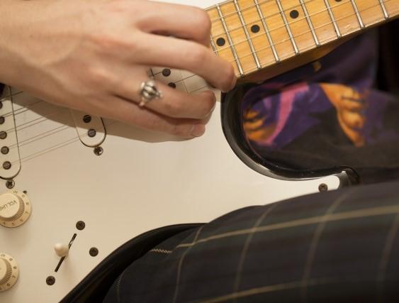 久留米市で捨てると粗大ごみになるエレキギター