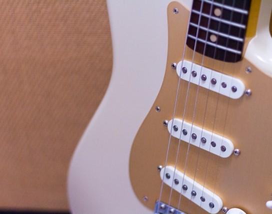久留米市で高く売れた古いエレキギター