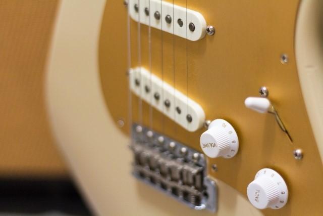 福島市で不燃(破砕)ごみで捨てるエレキギター