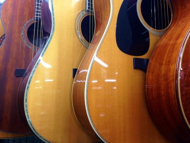 岡山市で楽器の買取屋さんに買取されたアコースティックギター