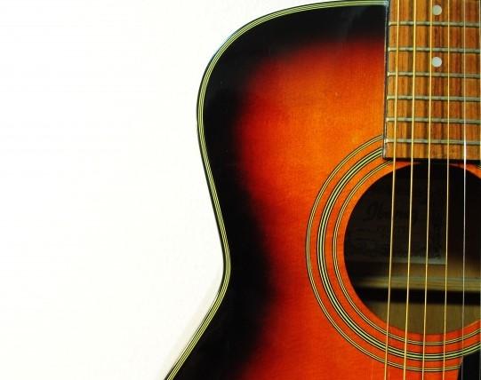 いわき市で捨てると大型ごみになるアコースティックギター