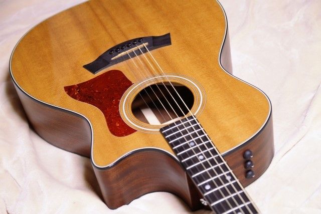 60cm以上ある木製アコースティックギター