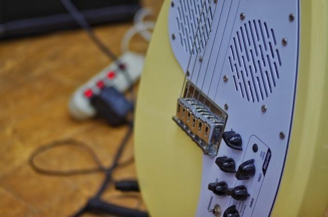 ギター買取されたプラスチック製エレキギター