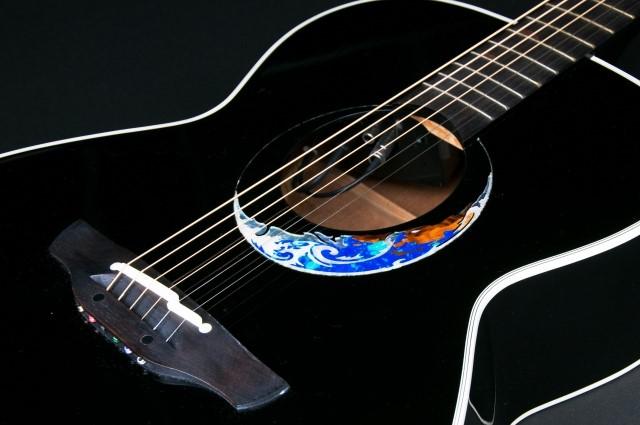 買取された黒いエレアコギター