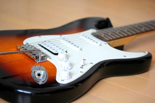 松江市で燃えないごみで捨てるエレキギター
