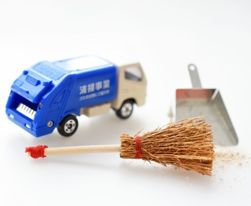 甲府市の燃えないごみ収集車をイメージしたミニカー