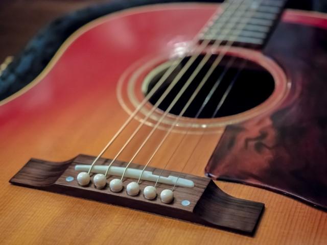 無料で処分する古いアコースティックギター