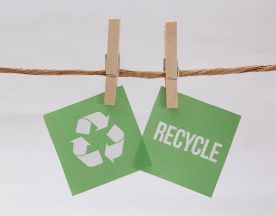 recycleと書かれた緑色のリサイクルマーク