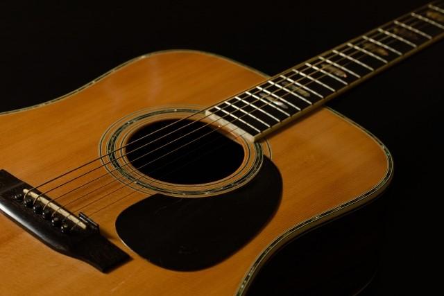 熊谷市で捨てると燃えるごみになるアコースティックギター