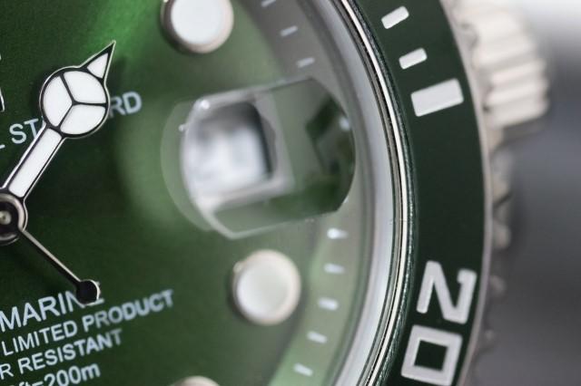 スイスの高級腕時計300m防水タイプ
