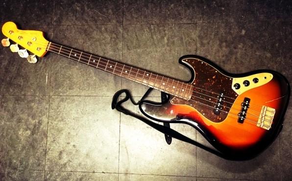厚木市で宅配買取されたベースギター