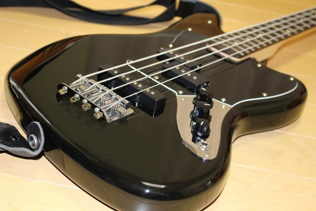 八戸市で無料処分した黒いジャズベースギター