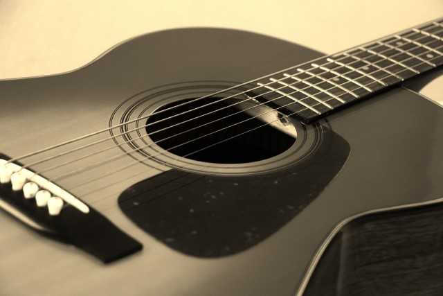 沼津市ではごみ分別がよく分からないアコースティックギター