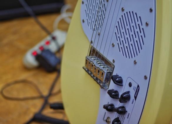 加古川市で楽器買取専門店に買取された黄色のエレキギター